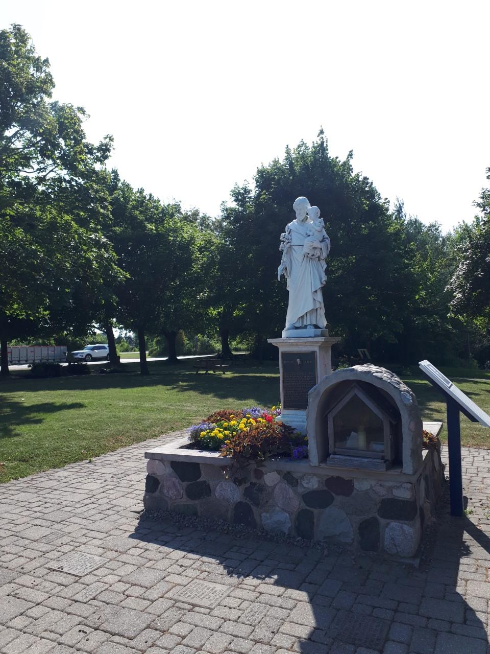 Un monument à Saint Joseph à la demande du Frère André Image