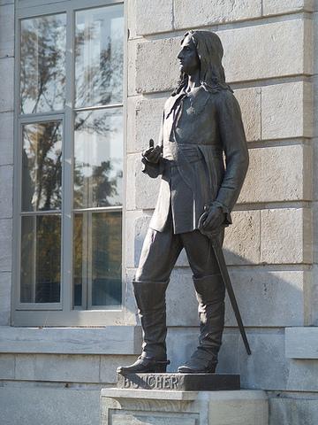 Statue de Pierre Boucher