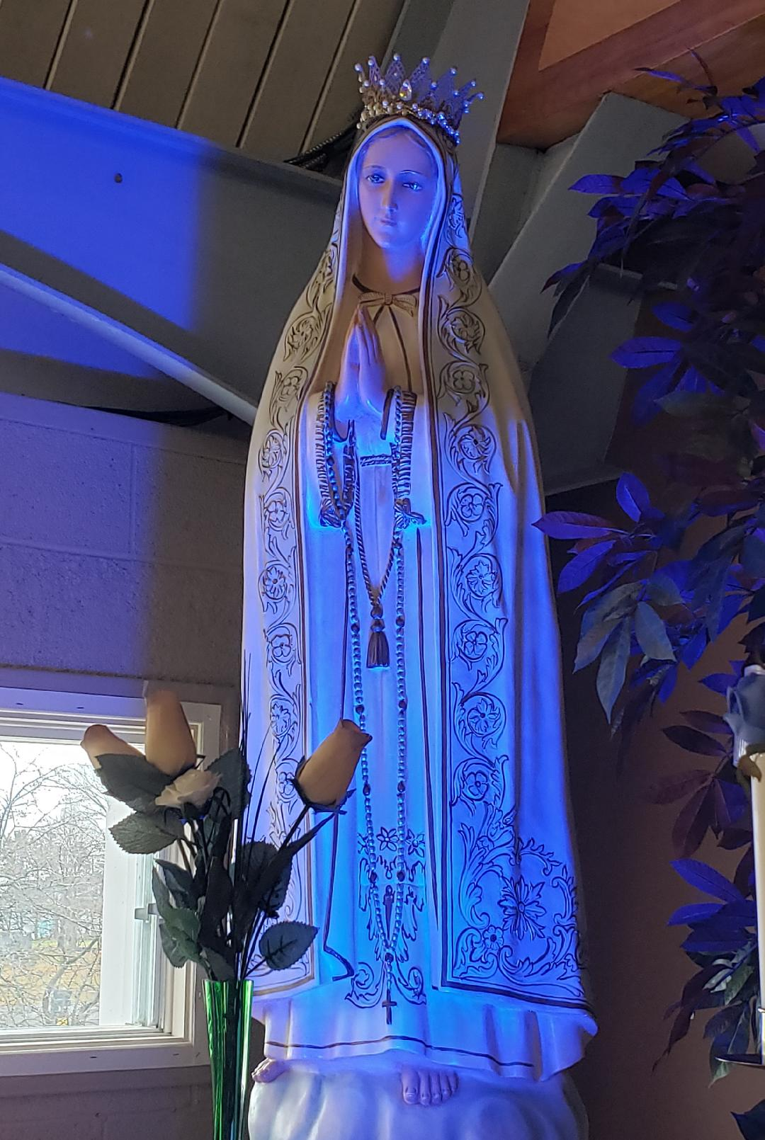 A statue of Mary which bowed her head Image