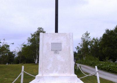 Croix commémorant la première messe célébrée par le Père de La Brosse sur l'île, secteur Saint-Louis