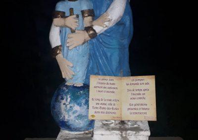 Statue de Notre-Dame-des-Écoles, dans le cimetière de Pointe-du-Lac
