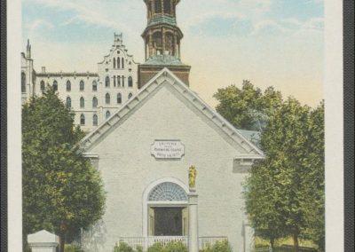 Image de l'ancienne église avec la source miraculeuse