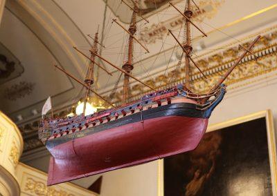 Le navire votif, réplique du Brézé, à Notre-Dame-des-Victoires