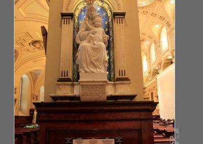 Statue de Notre-Dame de Recouvrance dans la cathédrale de Québec
