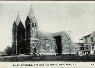 Église Sainte-Anne-des-Monts avant l'incendie de 1938