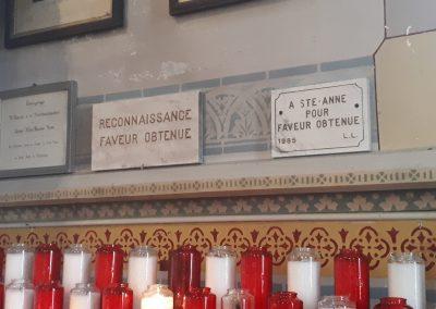 Ex-votos dans le petit sanctuaire de Sainte Anne à Varennes