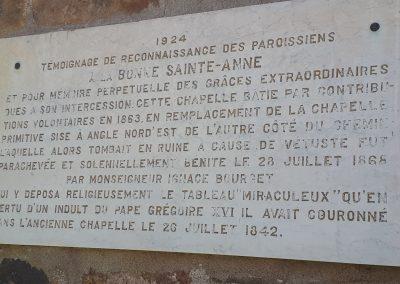 Plaque historique sur le petit sanctuaire de Sainte-Anne à Varennes